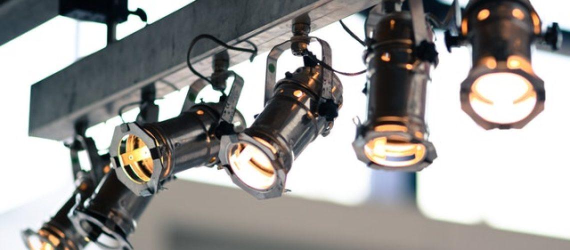 איך לרכוש ציוד תאורה מתאים
