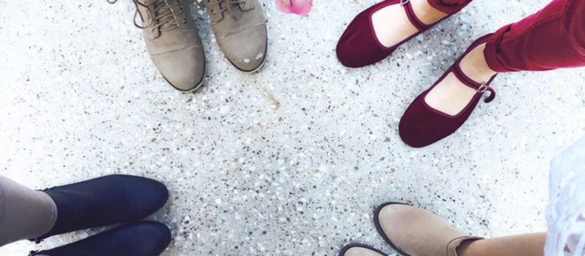 למה הגיע הזמן לנטוש את העקבים ולעבור לנעלי נוחות?
